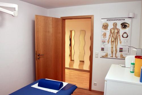Praxis Dr. Kottmair Behandlungsraum Akupunktur